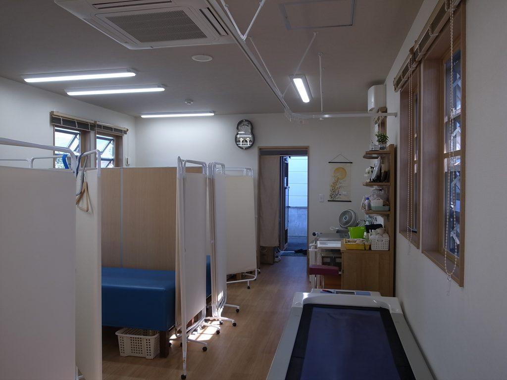 診療室内装改修(クロス貼り替え)