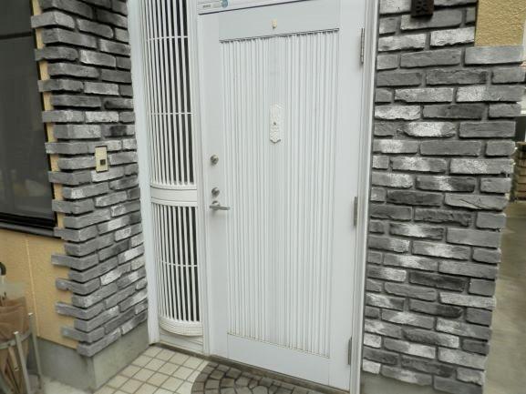 玄関にワンポイント、タイル貼りリフォーム